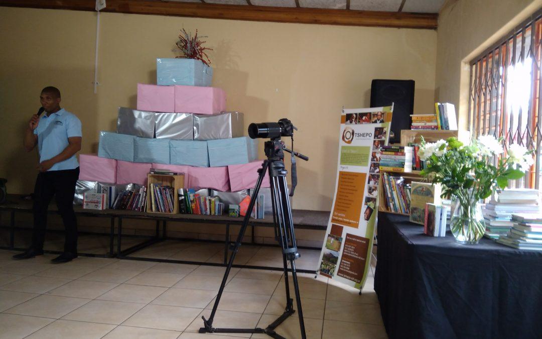 Cresta shoppers donate books